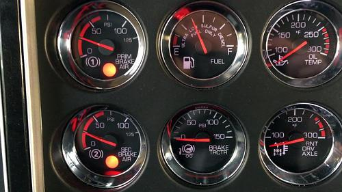 The application pressure gauge tells the driver how much air pressure s/he is putting to the service brakes.